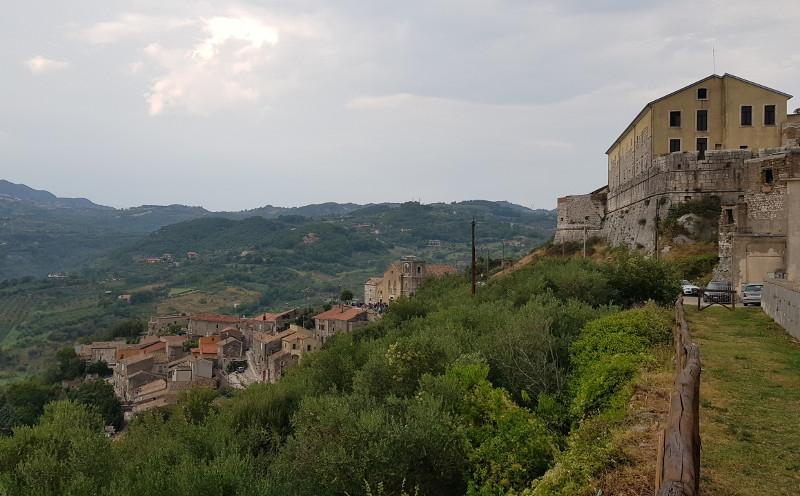 Borgo antico di Montesarchio con Chiesa diruta dell'Immacolata