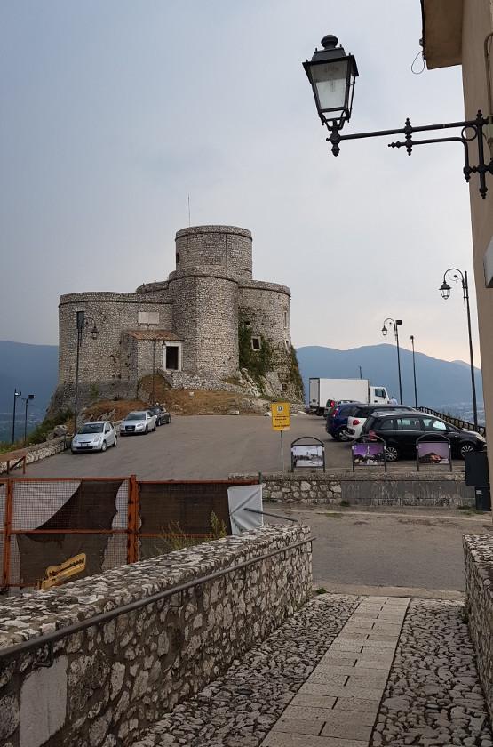 Torre di Montesarchio vista dalla discesa del castello