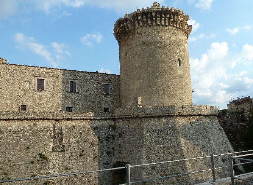Castello di venosa foto del castello di venosa for Piani scozzesi della casa del castello dell altopiano