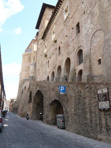 Retro Cattedrale di Urbino in Corso Garibaldi
