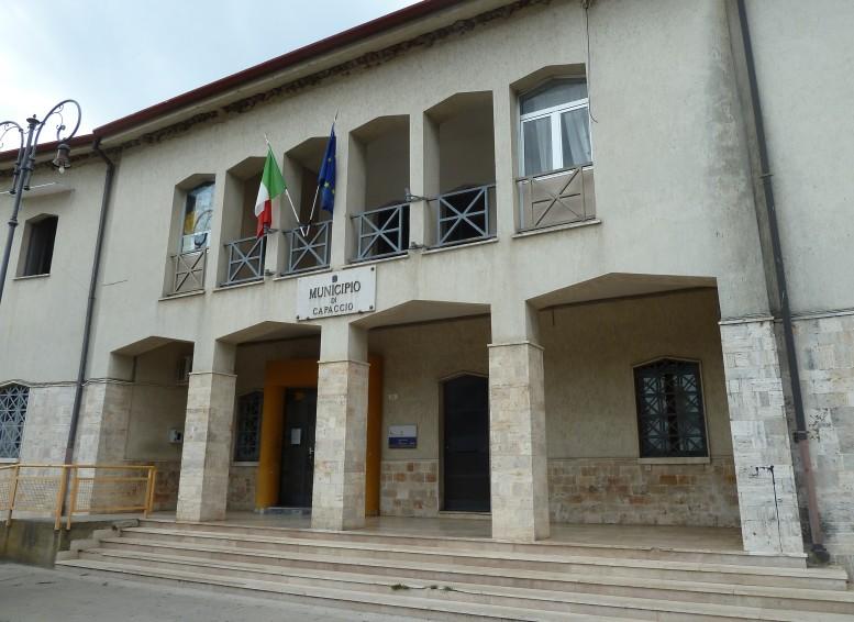 Capaccio, tensione in municipio dopo l'arresto dell'imprenditore Roberto Squecco.
