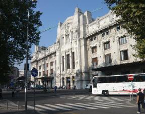 Facciata esterna Stazione_centrale_di_Milano