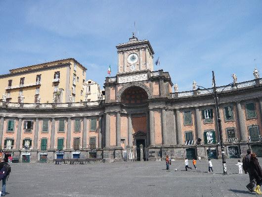 http://www.fotoeweb.it/sorrentina/Foto/Napoli/Piazza%20Dante%20Napoli.jpg