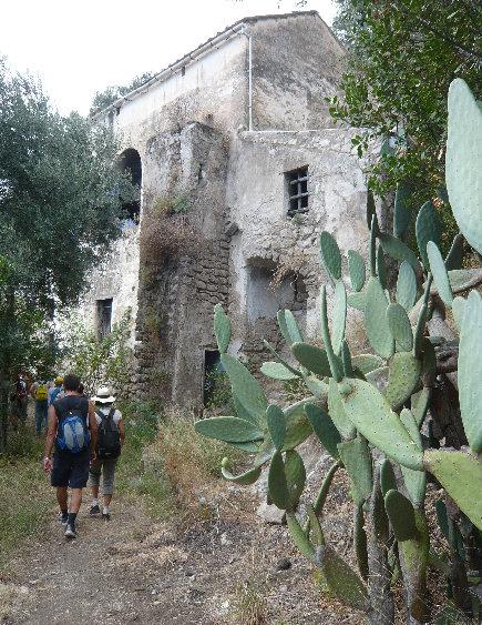 Punta sant 39 elia for Casa vivente del sud progetta la casa colonica
