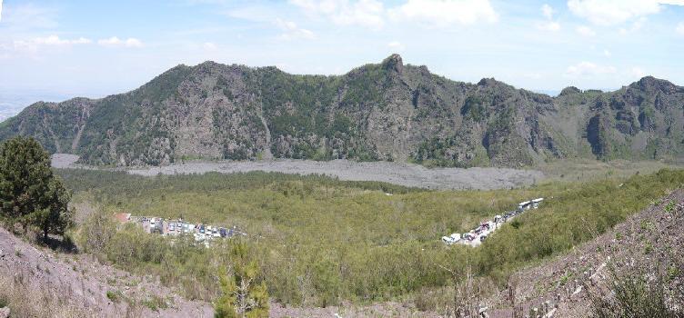 Vista della Valle dell'Inferno da Monte Somma