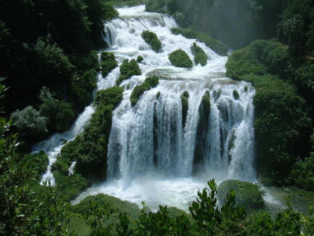 Foto cascate delle marmore fotografie cascate delle marmore for Cascata laghetto